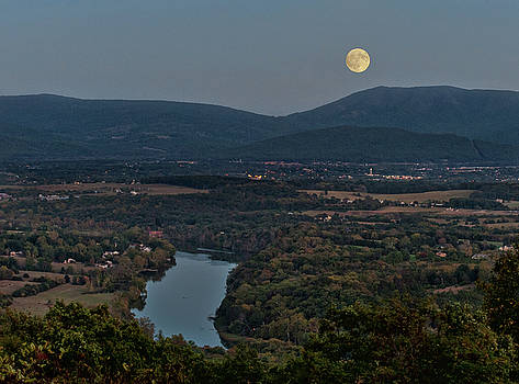 Lara Ellis - October Moon Over Shenandoah